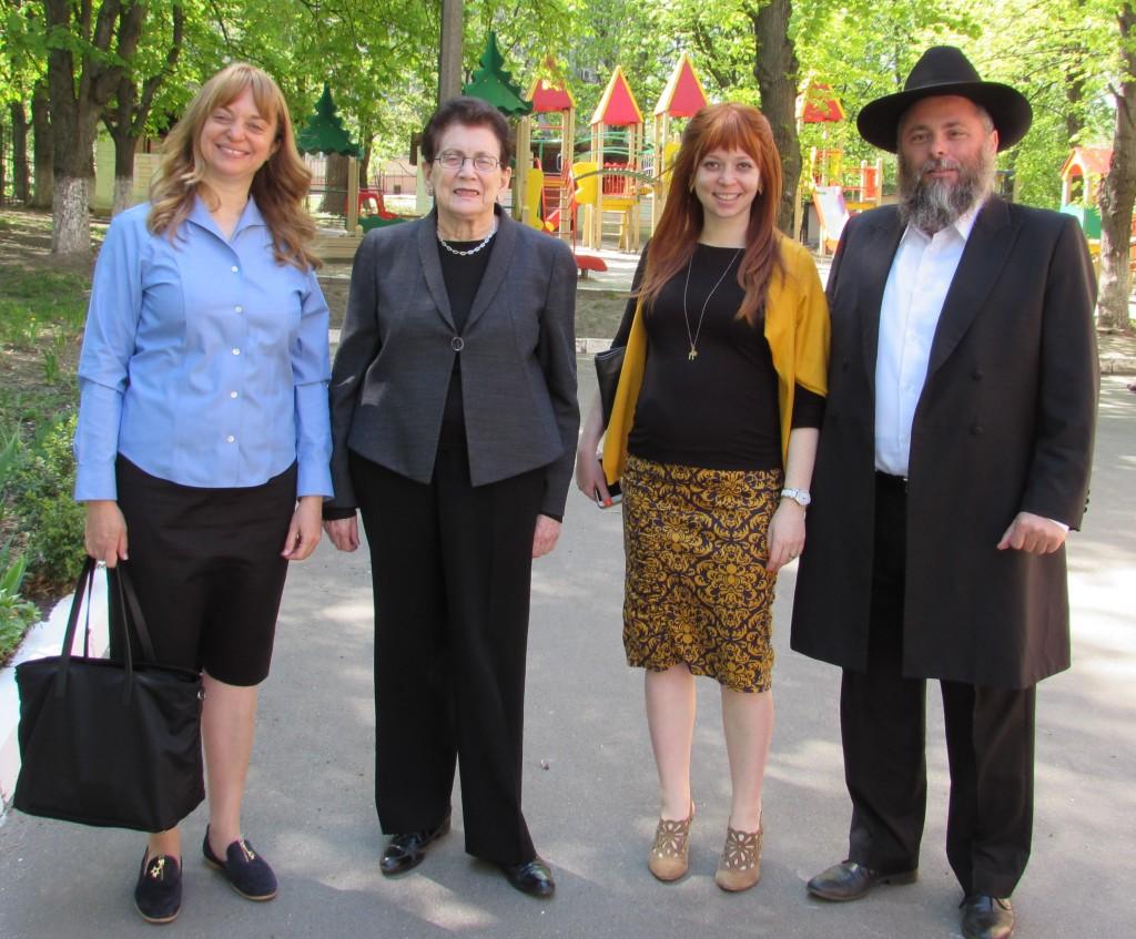Бетси Гидвиц с визитом в киевской еврейской школе